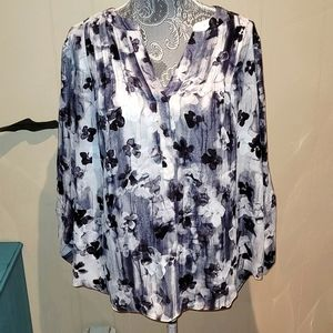 Simply Vera by Vera Wang plus size loose fit blouse.